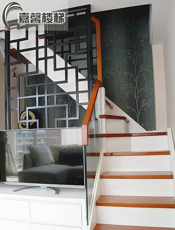 北京实木楼梯玻璃护栏扶手 楼梯踏步板定制 家用楼梯木制楼梯